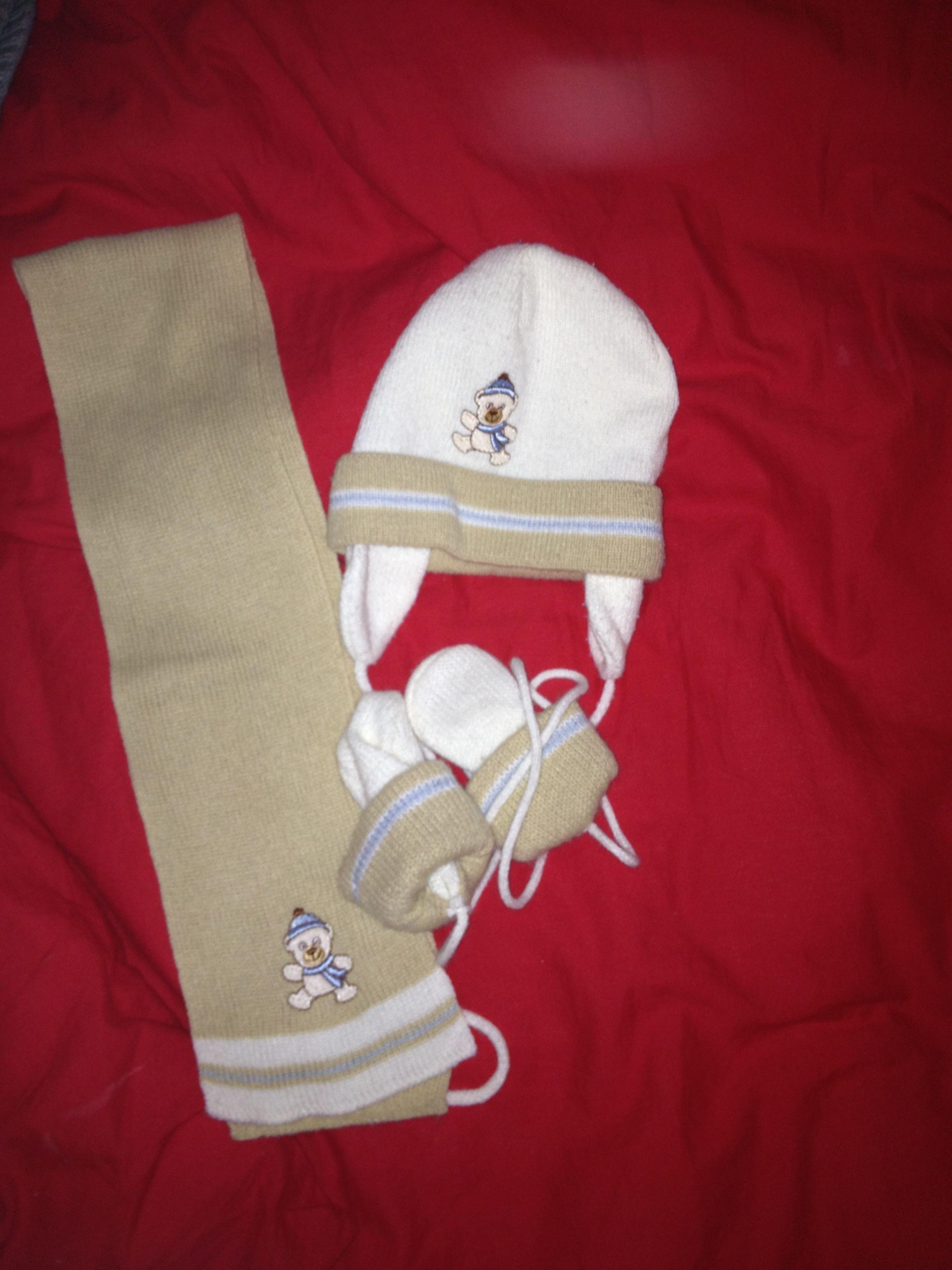 ensemble bonnet echarpe et moufles gar on 3 6m. Black Bedroom Furniture Sets. Home Design Ideas